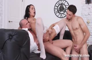 Смачный секс в задницу с извращенными нимфетками 211