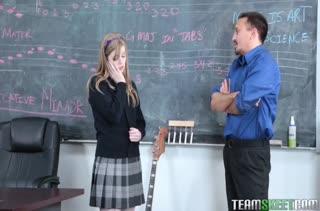 Девочки показывают умение делать минеты 428