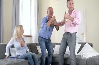 Похотливые девочки демонстрируют групповое порно 959