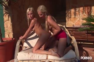 Отпадный секс прямо в массажном кабинете 2046