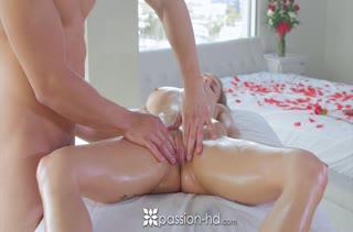 Красотка решилась на порно в массажном кабинете 2787