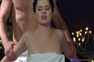 Красотка решилась на порно в массажном кабинете 2788